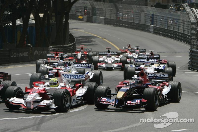 Départ: Ralf Schumacher et Vitantonio Liuzzi
