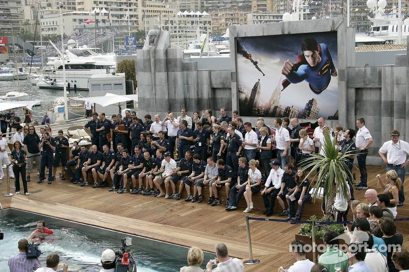 El equipo de Red Bull Racing celebra el primer podio