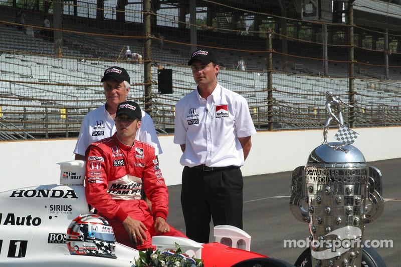 Roger Penske, Sam Hornish Jr. et Tim Cedric