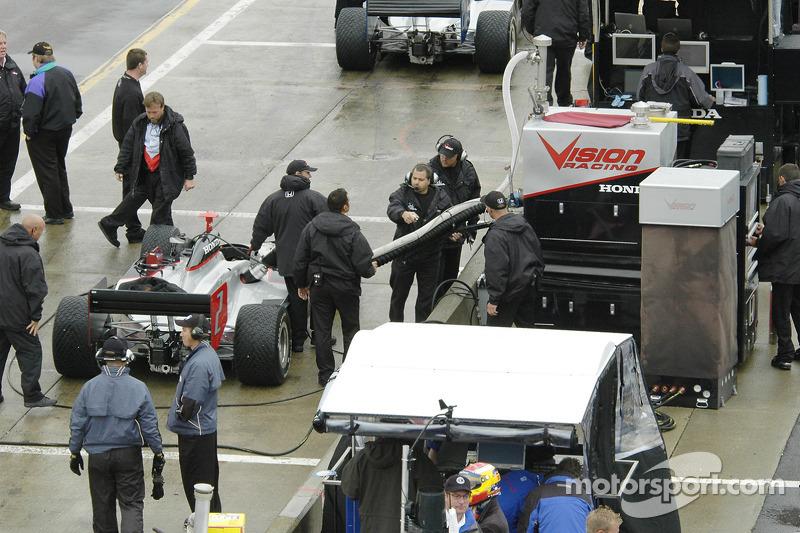 Tomas Scheckter et son stand pour la course