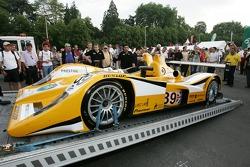 La voiture Chamberlain Synergy Motorsport Lola B05/40 AER à l'inspection technique