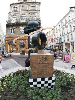 Visit of the 'Empreinte des vainqueurs' at Place Saint-Nicolas in Le Mans