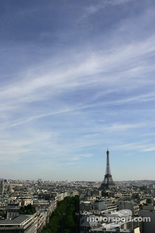 La Tour Eiffel depuis l'Arc de Triomphe