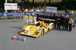 Miguel Amaral, Miguel Angel Castro, Angel Burgueño y el equipo Chamberlain - Synergy Motorsport Team con el Lola B06-10 AER