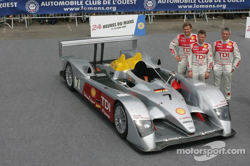 Allan McNish, Rinaldo Capello, et Tom Kristensen avec la Audi Sport Team Joest Audi R10