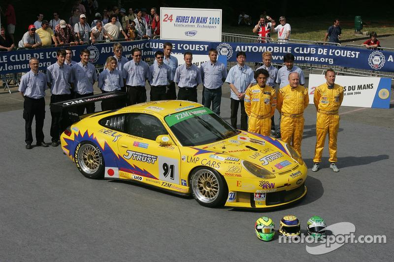 Miro Konopka, Yutaka Yamagishi, Jean-René de Fournoux, et l'équipe T2M Motorsport avec la T2M Motorsport Porsche GT3 RSR