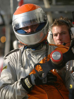 Spyker Squadron team member ready for pitstop