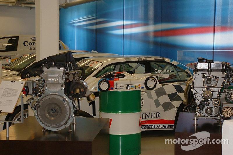 La voiture de tourisme BMW de Johnny Cecotto
