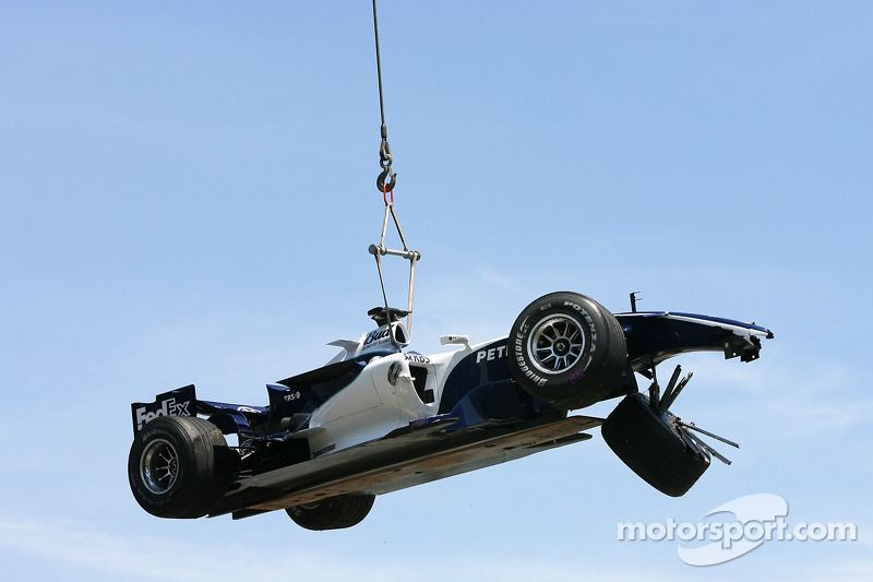 La Williams de Nico Rosberg est soulevée