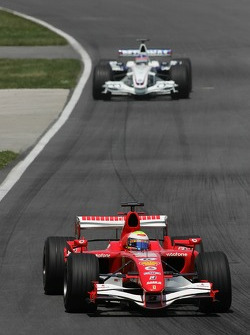 Felipe Massa leads Jacques Villeneuve