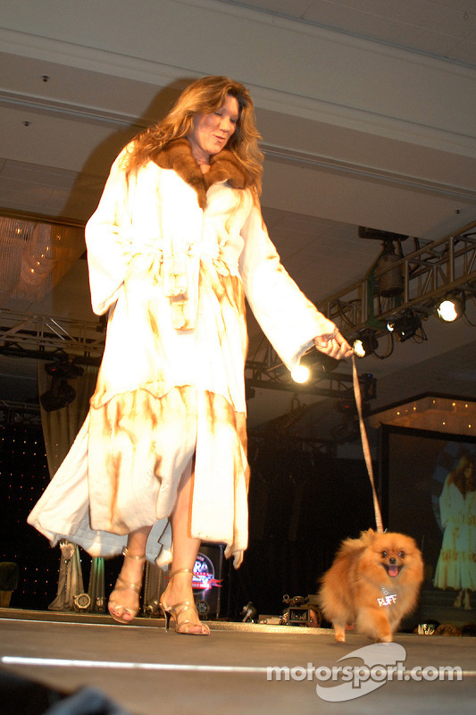 Nancy George et son chien Fiona