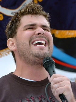 Josh Gracin, contestant on American Idol, sings the national anthem