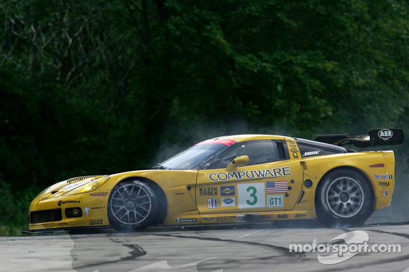 Tête-à-queue pour la #3 Corvette Racing Corvette C6-R: Ron Fellows, Johnny O'Connell