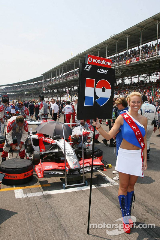 Une jeune femme de la grille de l'US GP