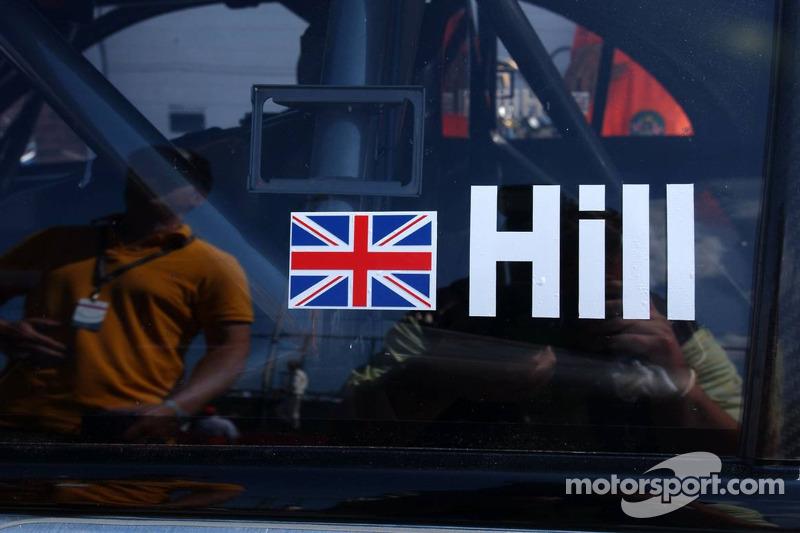 Damon Hill a été invité par Mercedes Benz pour conduire dans une AMG-Mercedes C-Klasse avec des invi