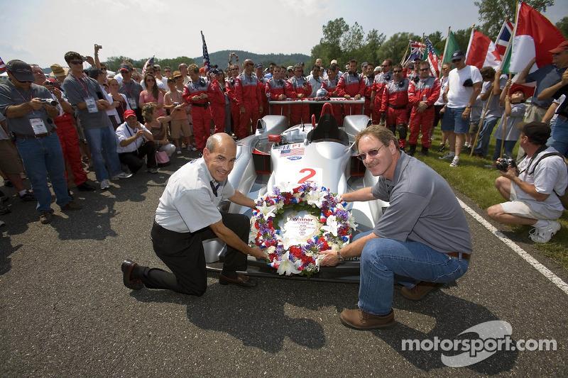Cérémonie de retraite de l'Audi R8 : Scott Atherton, PDG de American Le Mans Series, Johan de Nysschen, vice-président exécutif de Audi en Amérique
