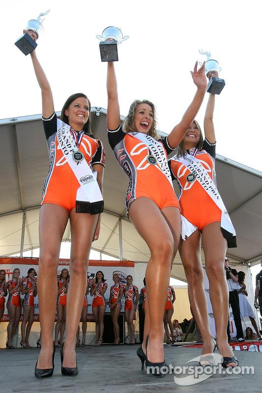 La gagnante de Miss GP Natalie Waples avec la première finaliste Diana Ciccone et la deuxième finaliste Retall Lome