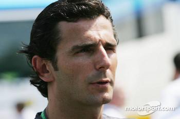 Pirelli wants Pedro de la Rosa for testing