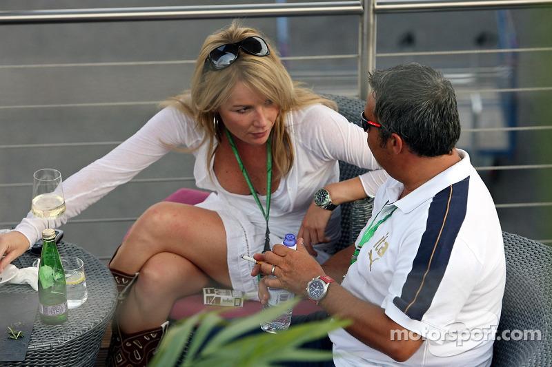 Red Bull le jeudi : la sœur du pilote d'essai Robert Doornbos et le manager Marco Zecchi