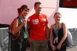 Michael Schumacher con una bella compañia