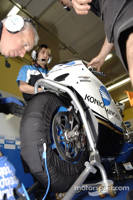 Detalle de la motocicleta de Makoto Tamada