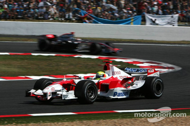 Ralf Schumacher devance Kimi Räikkönen