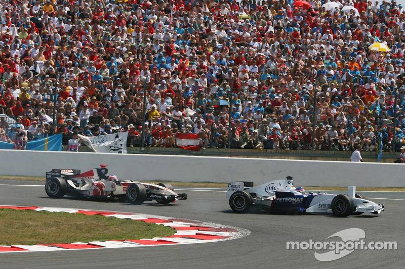 Jacques Villeneuve bloque les dépassements de Rubens Barrichello
