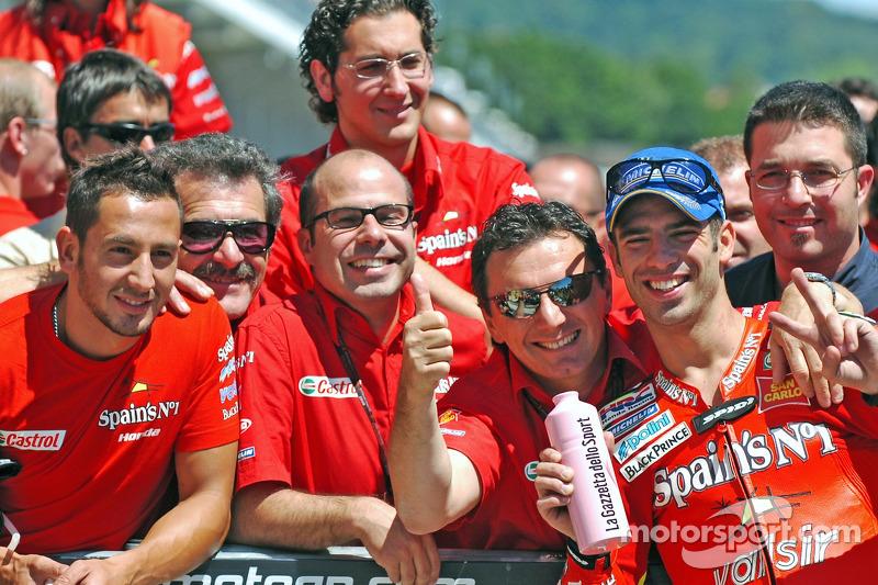 Marco Melandri célèbre la seconde place finale
