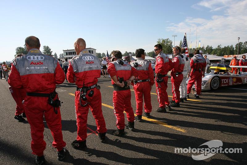 L'équipe Audi Sport North America sur la grille de départ
