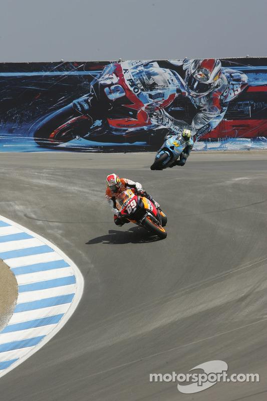 Nicky Hayden, Repsol Honda; Chris Vermeulen, Suzuki