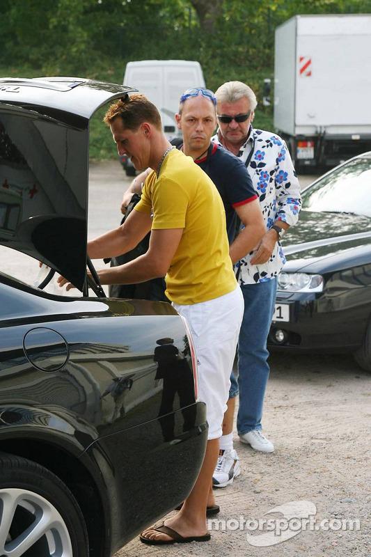 Spiel des Herzens, les stars de la F1 jouent contre les stars de RTL pour l'UNESCO: arrivée de Michael Schumacher