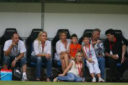 Spiel des Herzens, F1 Superstars plays against the RTL Superstars UNESCO event: Corina Schumacher and Willi Weber watch the game