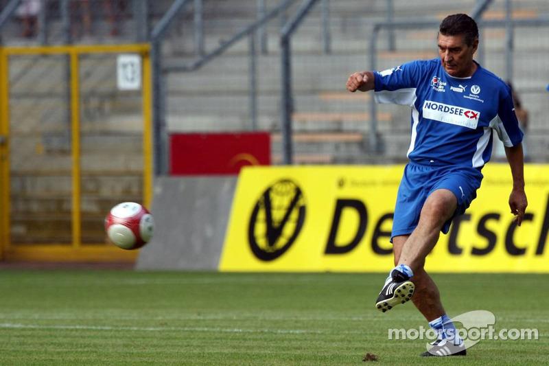 Spiel des Herzens, des stars de la F1 jouent contre des stars de RTL pour l'UNESCO: Rudi Assauer