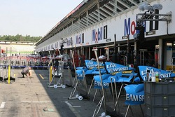 Teams setup in the pitlane