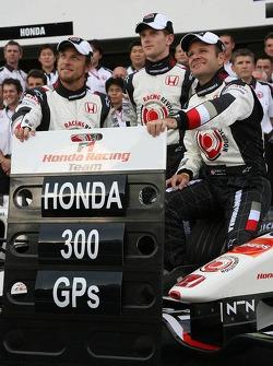Photo de l'équipe Honda Racing: Honda fête son 300e Grand Prix, avec Jenson Button et Rubens Barrichello