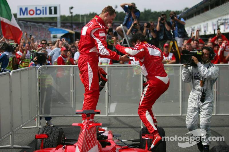 Ganador de la carrera Michael Schumacher y Felipe Massa