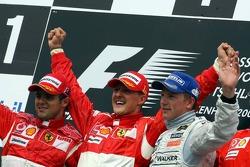 Podio: ganador de la carrera Michael Schumacher, el segundo lugar Felipe Massa y el tercer lugar Kimi Raikkonen