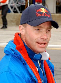 David Donohue watches the start