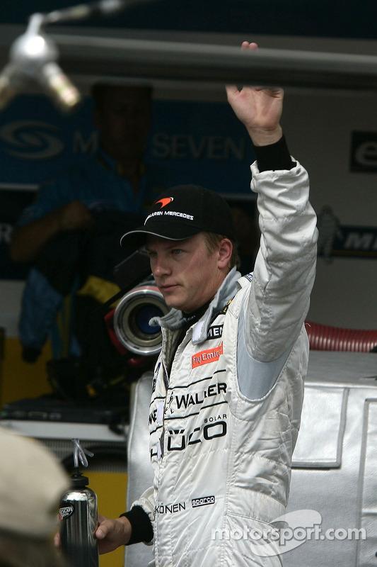 Le poleman Kimi Raikkonen fête sa pole