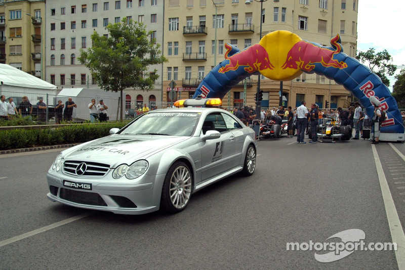 Red Bull Show Run Budapest: el safety car y los coches de Neel Jani y Robert Doornbos