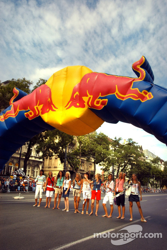 Red Bull Show Run Budapest: Formula Unas chicas