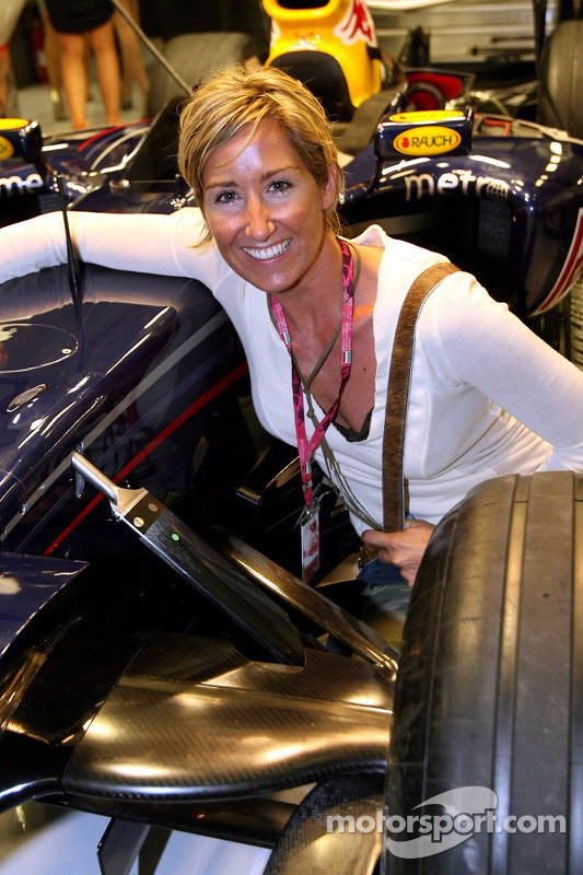 Kati Bellowitsch in the garage of Red Bull Racing