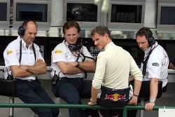 Director técnico Adrian Newey, sporting director Christian Horner, David Coulthard y jefe ingeniero
