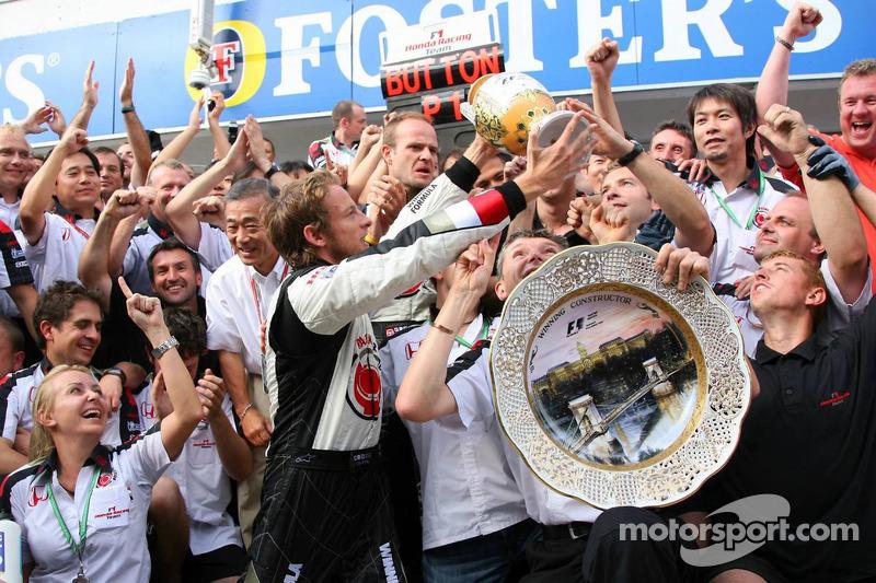 Race winner Jenson Button celebrates with Rubens Barrichello, Anthony Davidson and Honda Racing F1 t