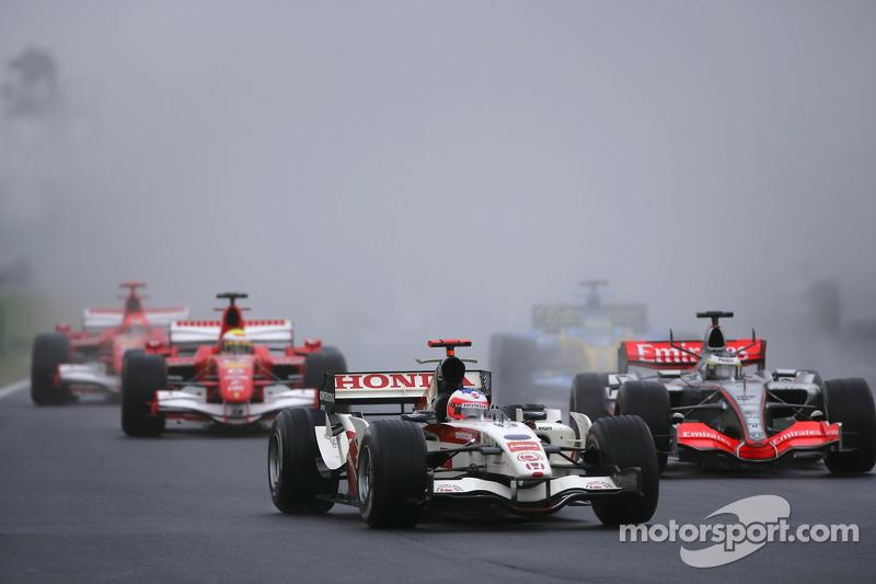 Лишь во время трех гонок в Венгрии шел дождь: это случалось в 2006, 2011 (обе гонки выиграл Баттон) и 2014 году (тогда победил Даниэль Риккардо)