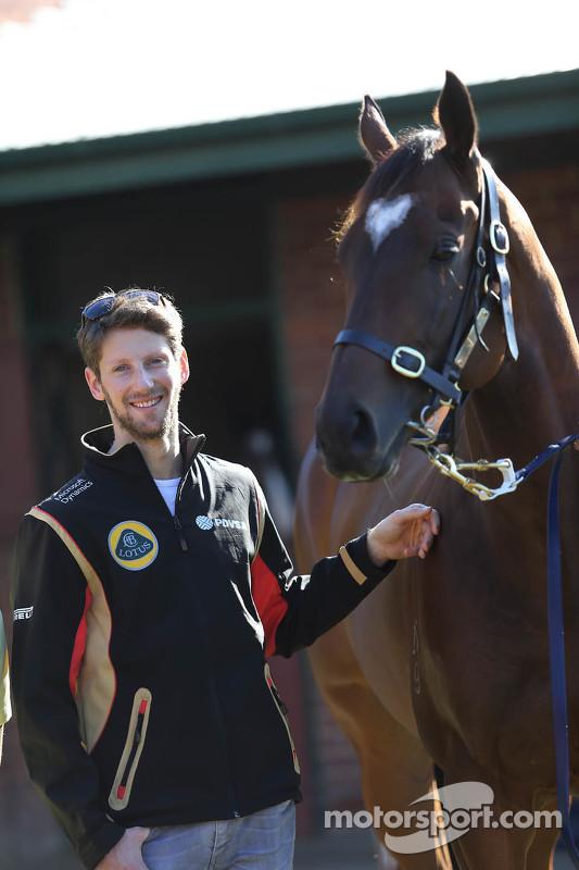 Romain Grosjean, Lotus F1 Team meets Lankan Rupee, the world's fastest horse
