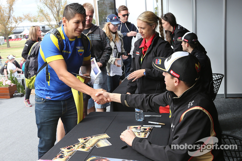 Pastor Maldonado, Lotus F1 Team at the autographs session