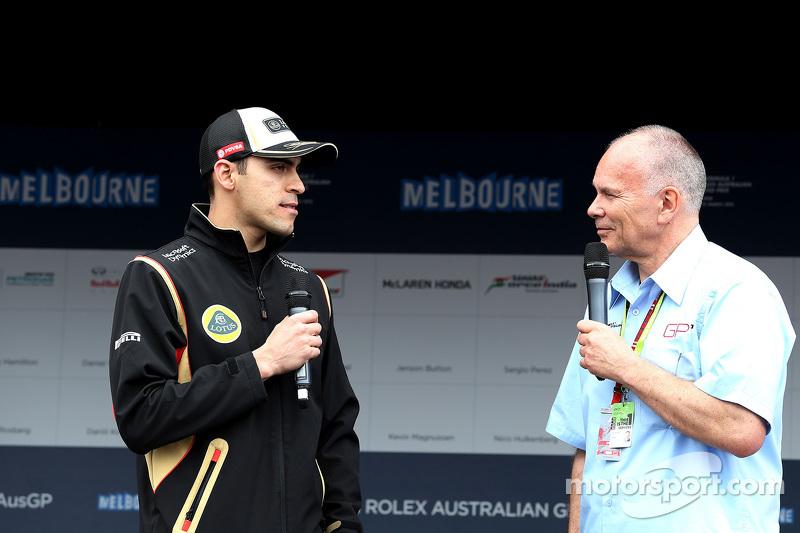 Пастор Мальдонадо, Lotus F1 Team під час автографсессії