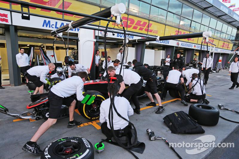McLaren практикує піт-стоп