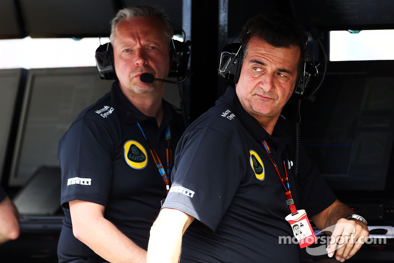 Paul Seaby, Lotus F1 Team, Team Manager and Federico Gastaldi, Lotus F1 Team Deputy Team Principal on the pit gantry